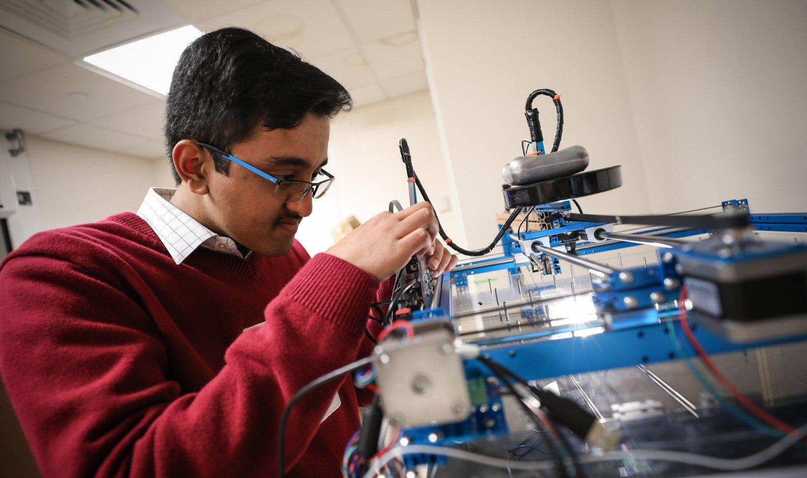 Ayush Noori in Exeter's Design Lab.